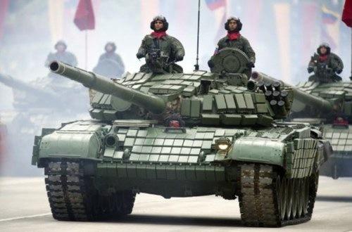 Tanques y cazas rusos en el desfile de Caracas por el 20º aniversario del golpe fallido