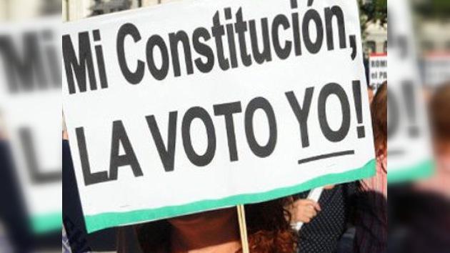 El rey de España sanciona limitación del endeudamiento público