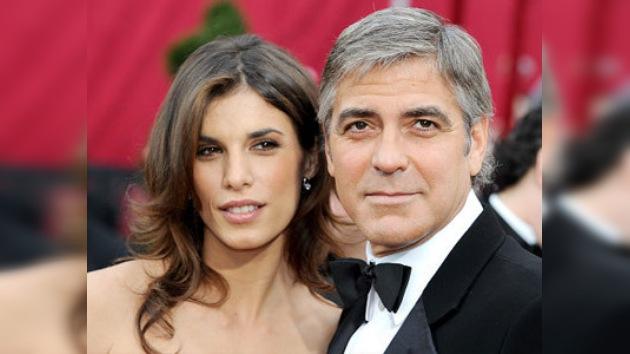 La novia de Clooney acusada de adicción a las drogas y otros pecados peores