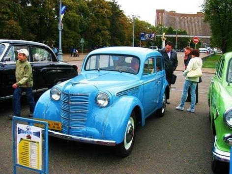 Exposición de coches retro por los 863 años de Moscú