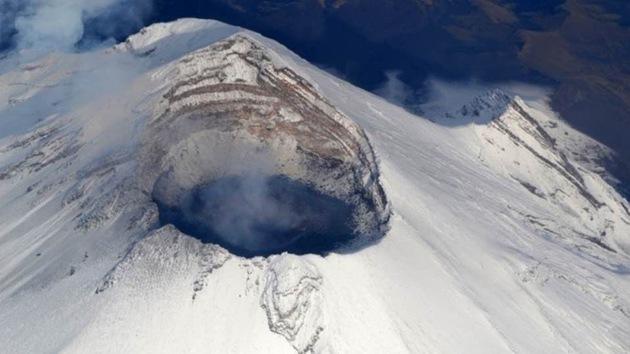 Las explosiones del volcán Popocatépetl forman un cráter de 200 metros en su cúpula