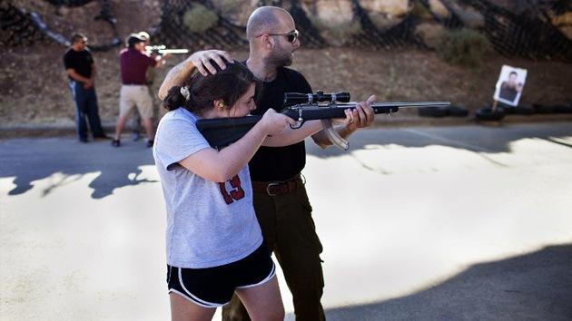 Jugando a la guerra: en Israel enseñan a los turistas a disparar