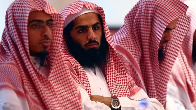 Video: Policía religiosa en Arabia Saudita agrede a un británico y a su esposa