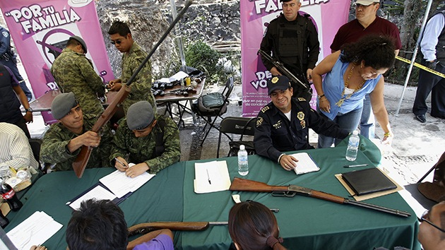 México canjea las armas de sus ciudadanos por ayuda económica