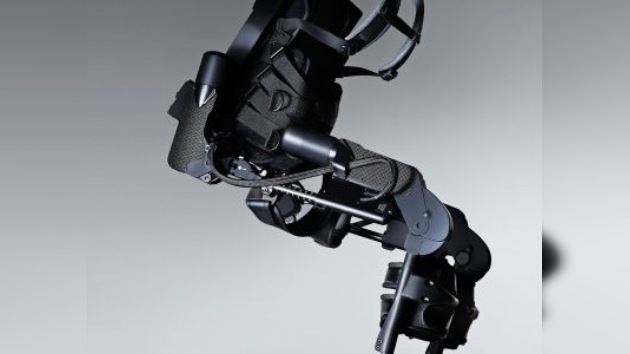 Presentan un equipo inteligente que permite caminar a parapléjicos