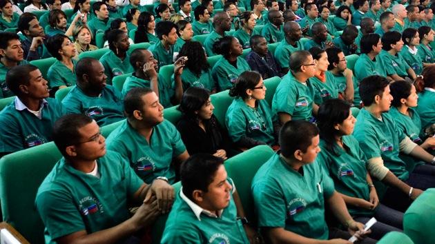 Denuncian que EE.UU. promueve la fuga profesionales médicos cubanos