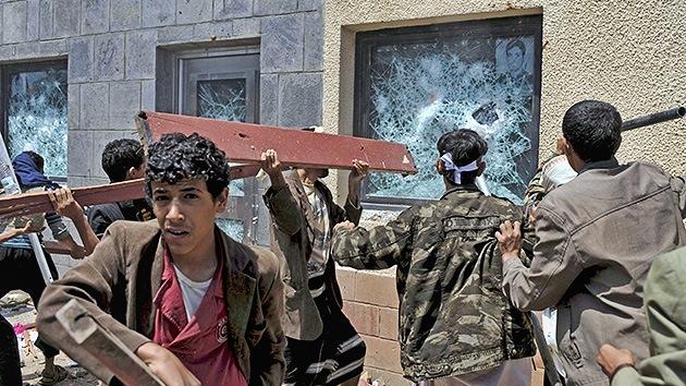 Manifestantes en Yemen atacan la embajada estadounidense
