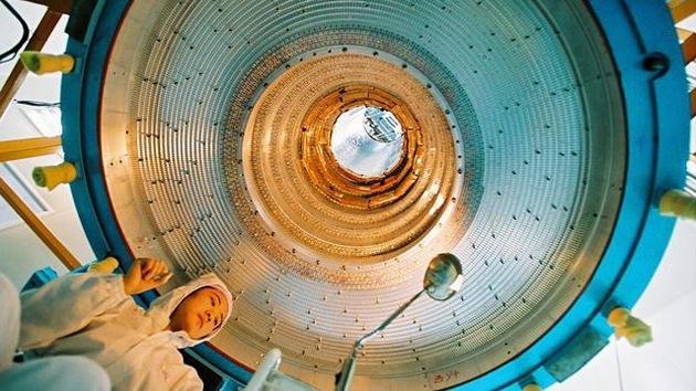 Descubren una nueva familia de partículas subatómicas de cuatro quarks