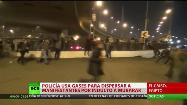 Policía egipcia usa gases lacrimógenos durante protesta contra absolución de Mubarak