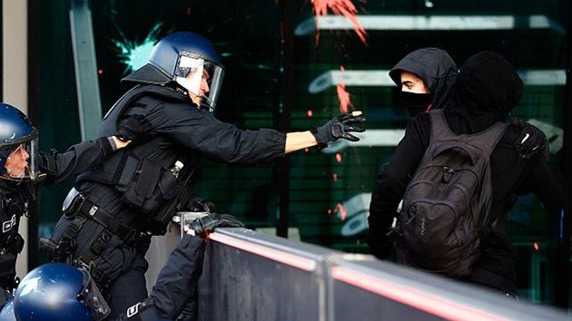 Fotos, video: La Policía de Frankfurt usa gas lacrimógeno contra activistas frente al BCE