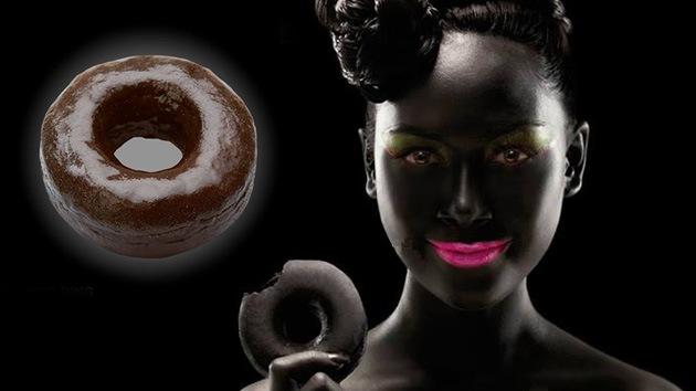 """Dunkin' Donuts se disculpa por un anuncio """"chocante y racista"""""""