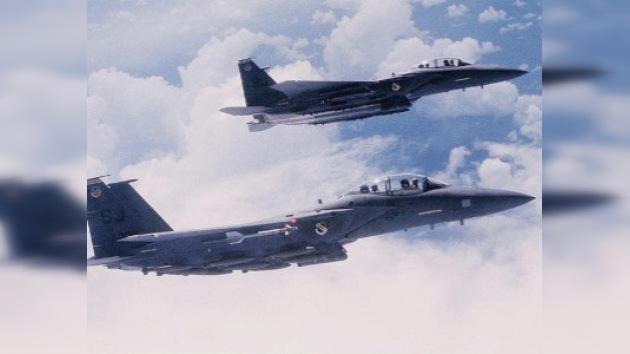 Avión civil vuelve a aeropuerto de partida acompañado por dos aviones caza