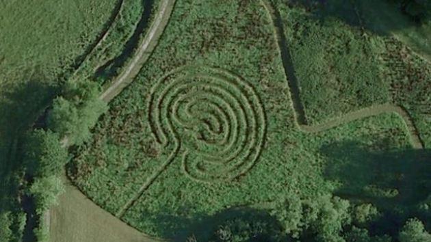 Aparecen misteriosos círculos en la aldea de los caballeros templarios