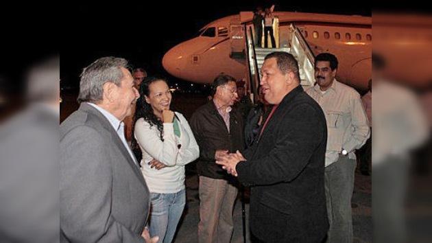 Hugo Chávez podría haber sido operado en Cuba, según medios locales