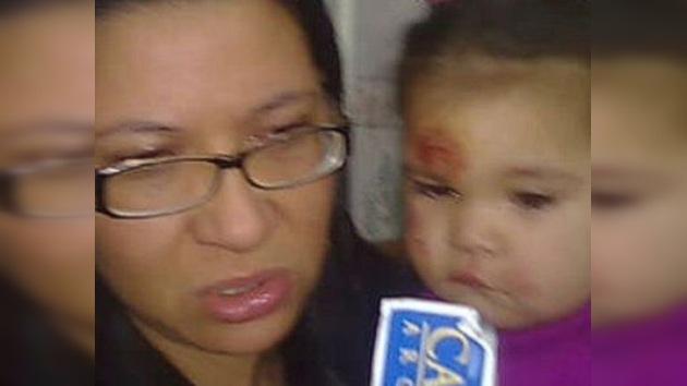 Un bebé se cayó de un auto sin que su madre se diera cuenta