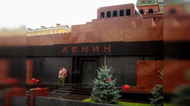 ¿Sacar o no sacar el cuerpo de Lenin de la Plaza Roja?