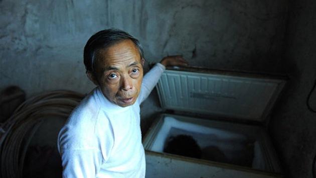 Amor sin límites: Una familia china guarda a su hijo muerto en un congelador
