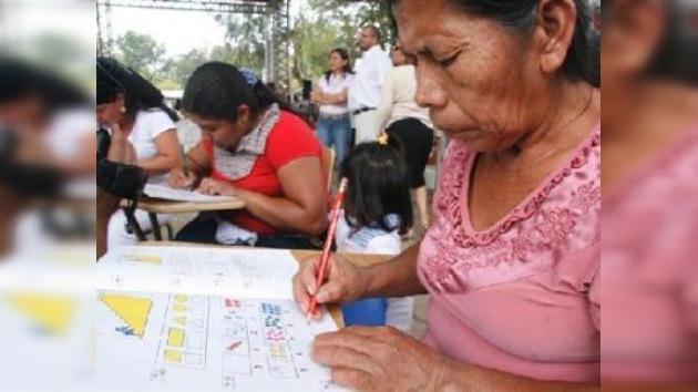 El Salvador luchará contra el analfabetismo