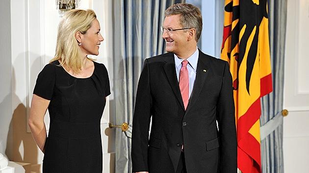"""La esposa del ex presidente alemán demanda a Google por llamarle """"prostituta"""""""