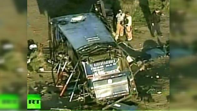 Omnibús volcado en Arizona dejó 6 muertos