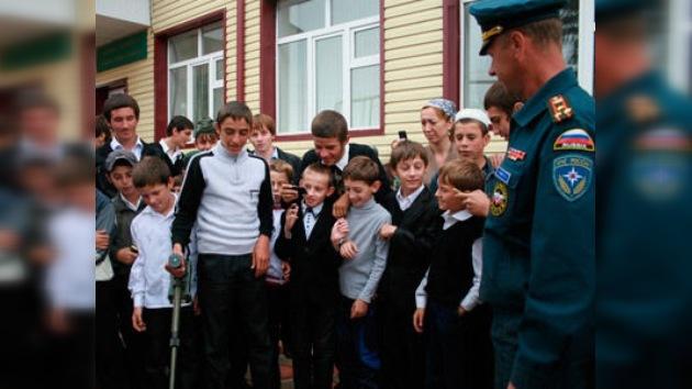 Los alumnos rusos comienzan el curso escolar en estaciones de bomberos