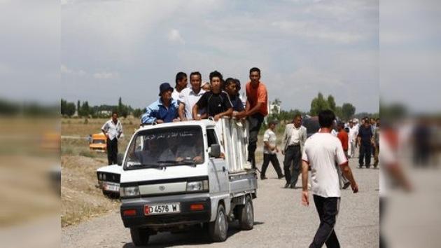 Refugiados acusan a fuerzas regulares kirguisas de ayudar a bandas armadas