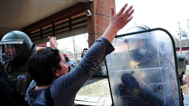 Los chilenos celebran el aniversario del golpe con duros disturbios