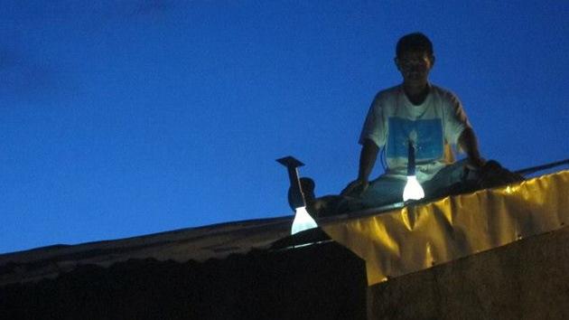 Un inventor con muchas luces: el creador de la 'botella luminosa', orgulloso de ser pobre