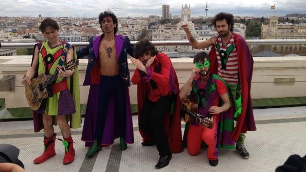 """""""La Pandilla Voladora"""", los superhéroes que combaten la crisis española a golpe de rumba"""