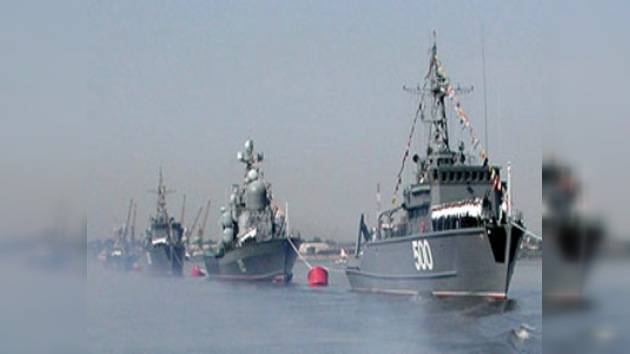 Buque de la Armada rusa escolta caravana internacional en el Golfo de Adén