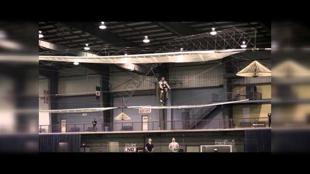 Video: Primer helicóptero a pedales que se mantiene en el aire más de un minuto