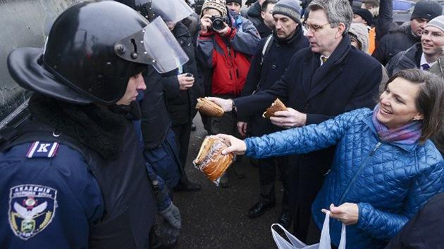 """Editor británico: """"EE.UU. y la UE están detrás de los disturbios en Ucrania"""""""