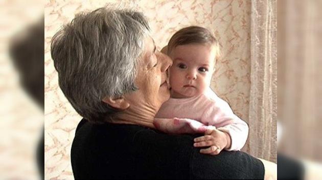 """Un tribunal impide que una mujer rusa sea """"madre"""" de sus propios nietos"""