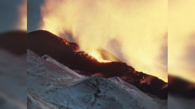 Cinco volcanes activos en la península Kamchatka
