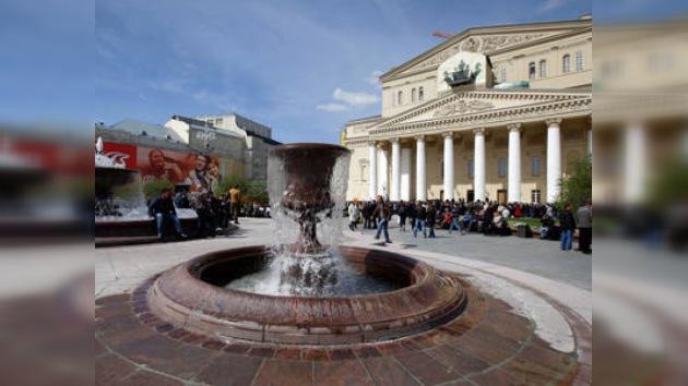 El teatro Bolshoi estrena remozada fachada