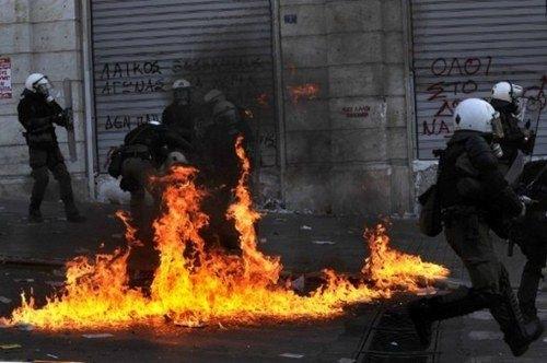 Grecia, sumida en el caos por las batallas callejeras