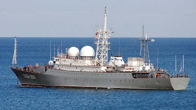 Buques de guerra rusos cruzan el Bósforo de camino hacia el Mediterráneo