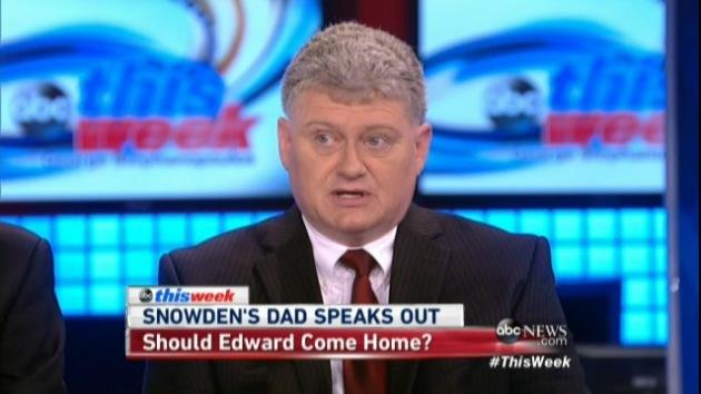"""Padre de Snowden: """"Mi hijo ha sacrificado más que Obama en toda su vida"""""""