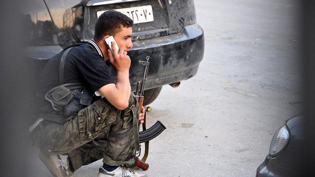 Francia reconoce que suministra equipo a la oposición siria