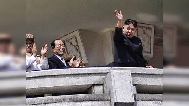 Vídeo e imágenes del rimbombante desfile militar en Corea del Norte
