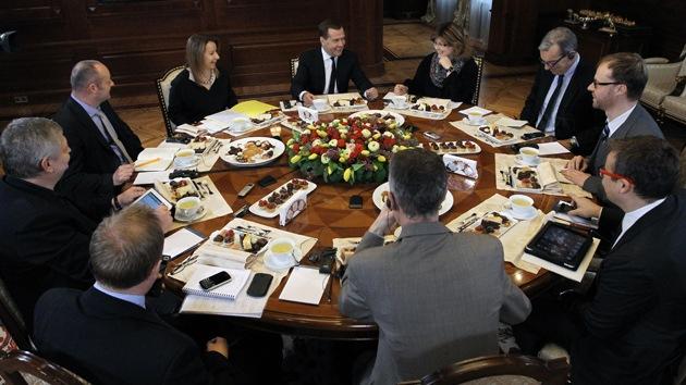 """Medvédev: """"Resuelven la crisis en Chipre como un elefante en una cacharrería"""""""