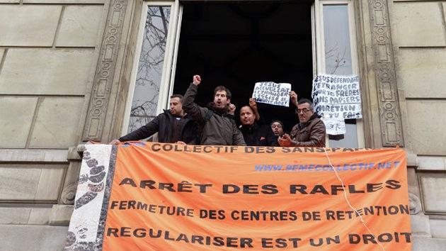 Toman la embajada vaticana en París por el desalojo de inmigrantes de la catedral de Lille