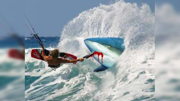 Salvado de los tiburones gracias a una navaja