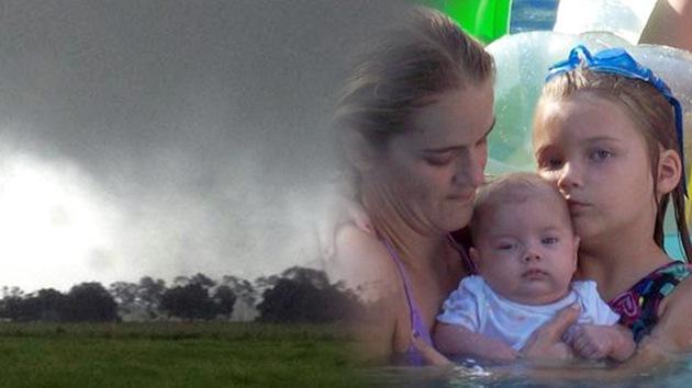 Una niña sobrevive en los brazos de su madre que murió por la tormenta tropical 'Debby'