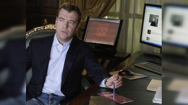 El presidente Medvédev critica a los funcionarios en Twitter
