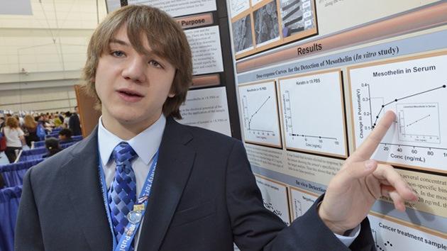 Internet ayuda a un adolescente a inventar el detector de cáncer más eficaz