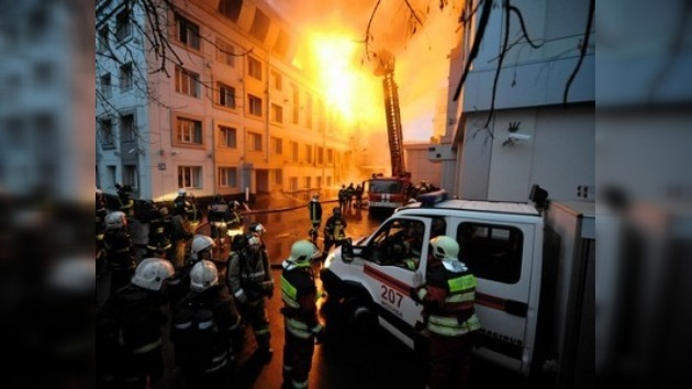 El jefe de bomberos de Moscú fallece en labores de rescate de un incendio