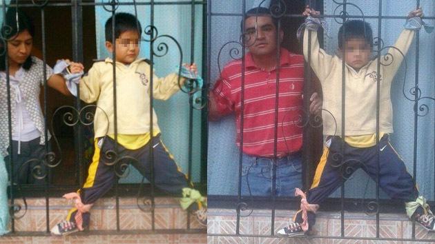 México: Padres maltratan a su hijito atándolo a las rejas de la ventana