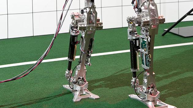 Caminho para a perfeição: desenvolver um robô que pode andar como um ser humano