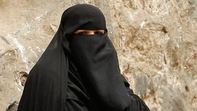 Una mujer británica se negó a testificar por ser obligada a quitarse el nicab